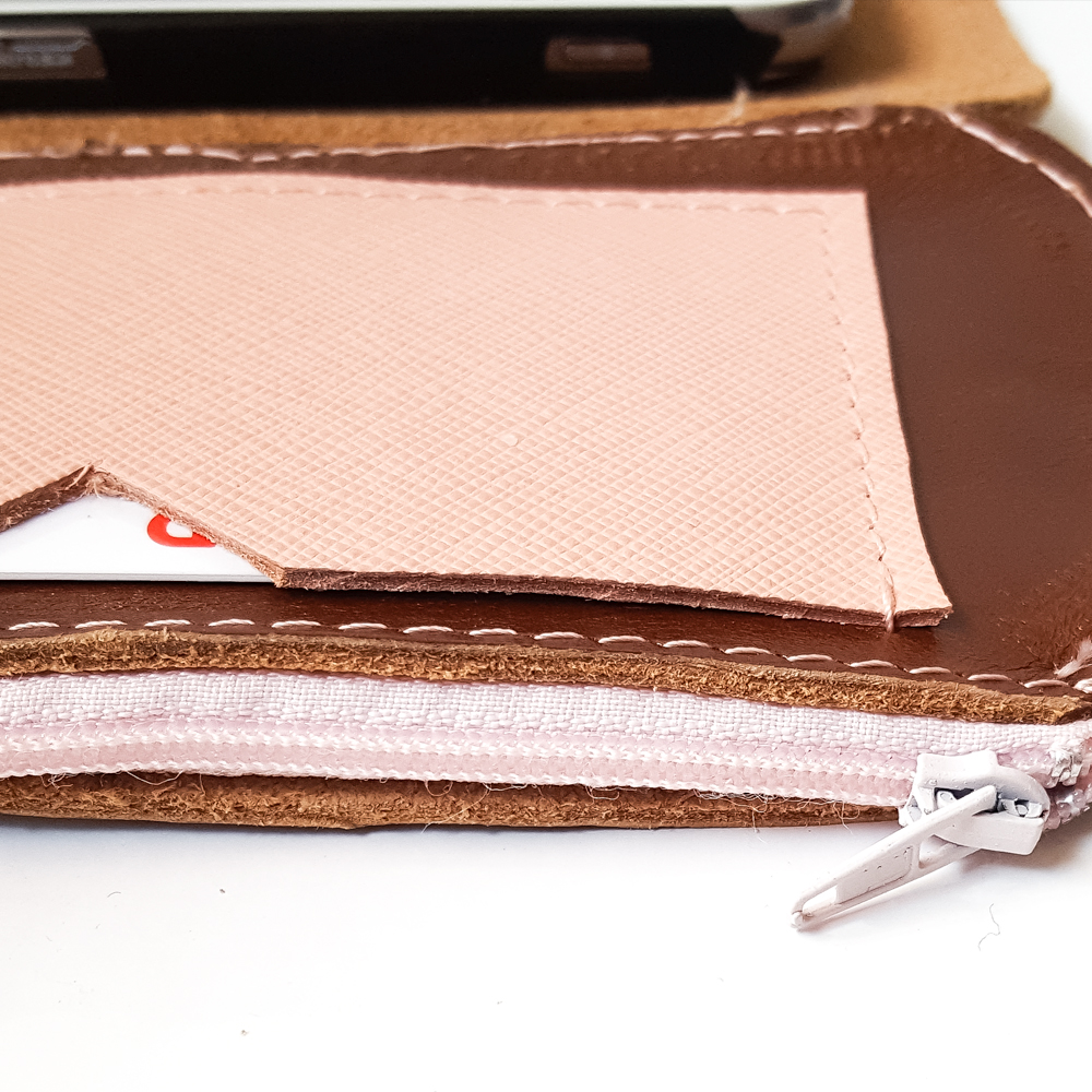 portafoglio-portacellulare in cuoio e pelle saffiano: artigianale | Made in Italy